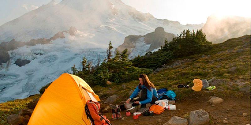 Suka Mendaki Gunung? Bekal Apa Saja Yang Wajib Kamu di Bawa Saat Lapar Tiba